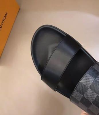 Dép Louis Vuitton nam siêu cấp hai quai trơn caro ghi đen DLV01