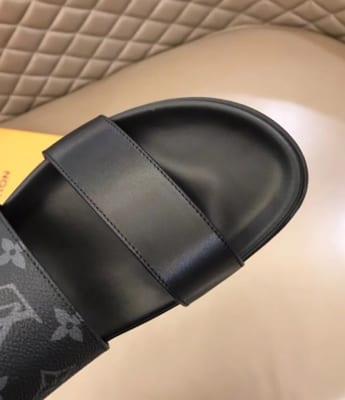Dép Louis Vuitton nam like auth hai quai trơn hoa ghi đen DLV26