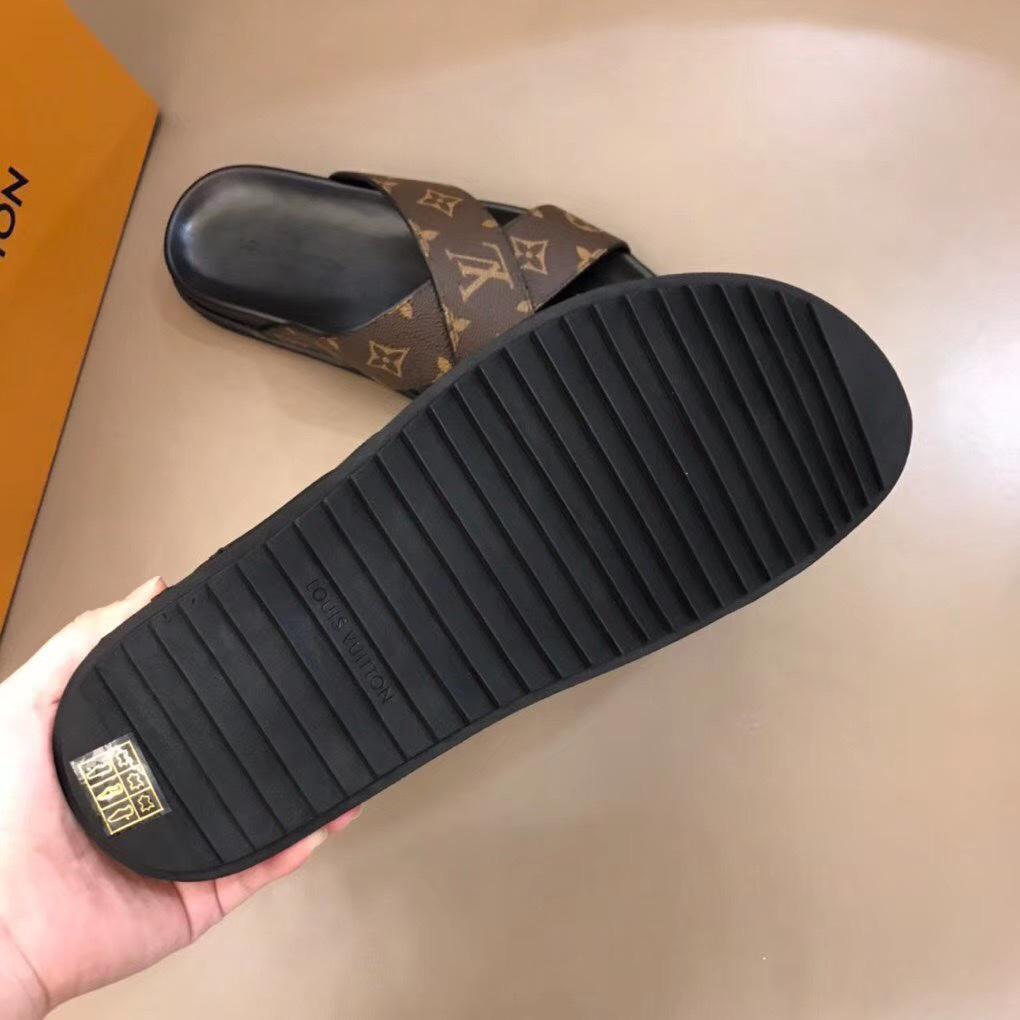 Dép Louis Vuitton nam like auth quai chéo hoa nâu DLV22