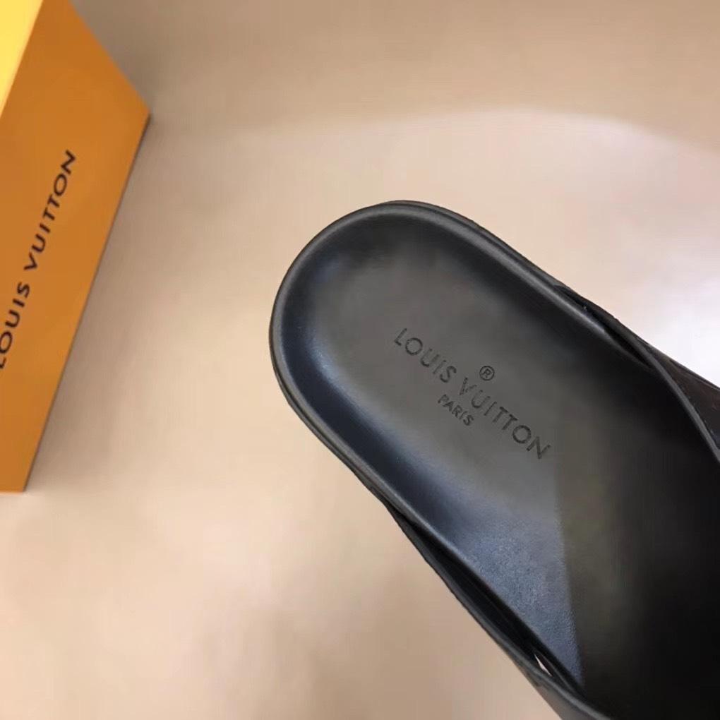 Dép Louis Vuitton nam siêu cấp quai chéo hoạ tiết chìm DLV12