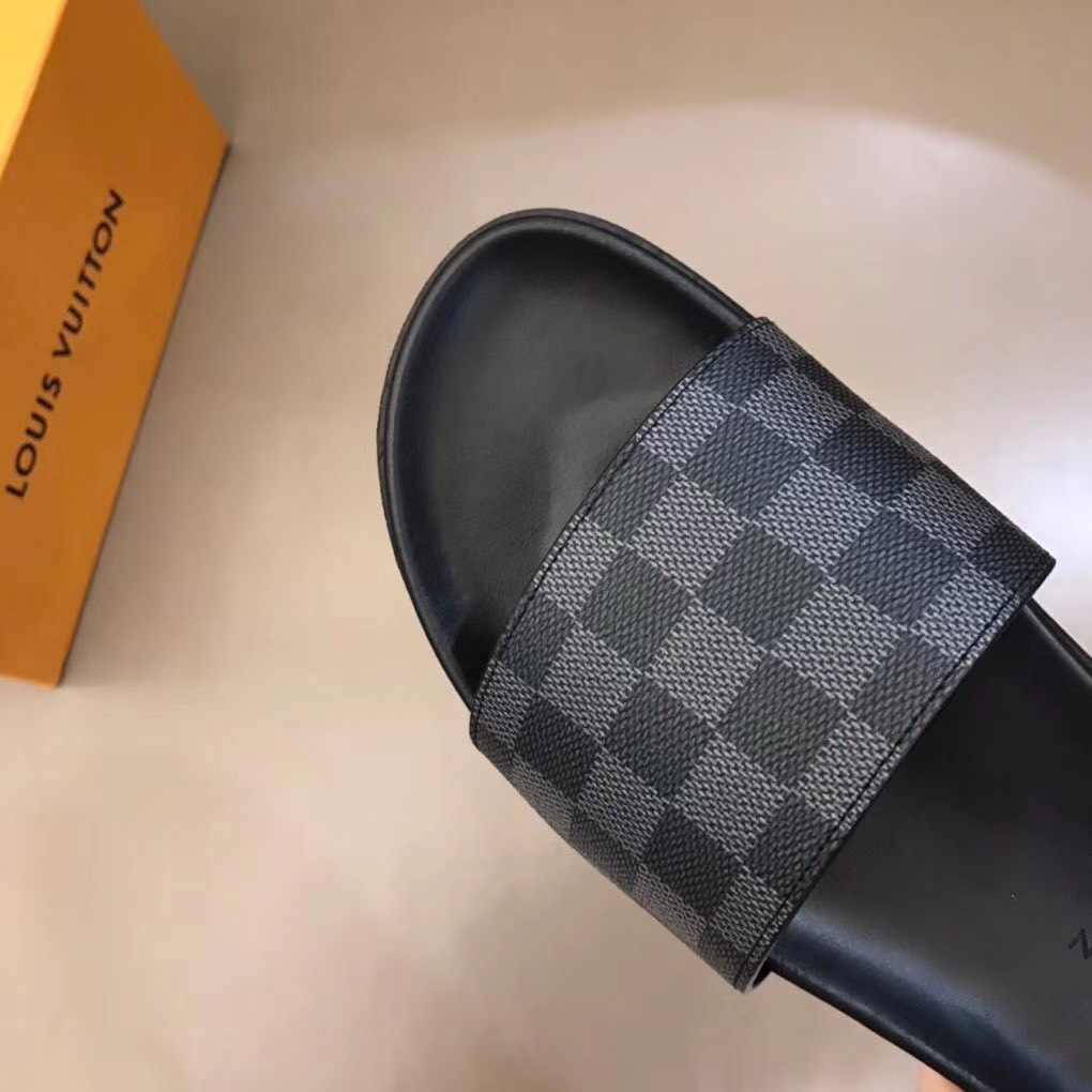 Dép Louis Vuitton nam siêu cấp quai ngang caro ghi đen DLV04