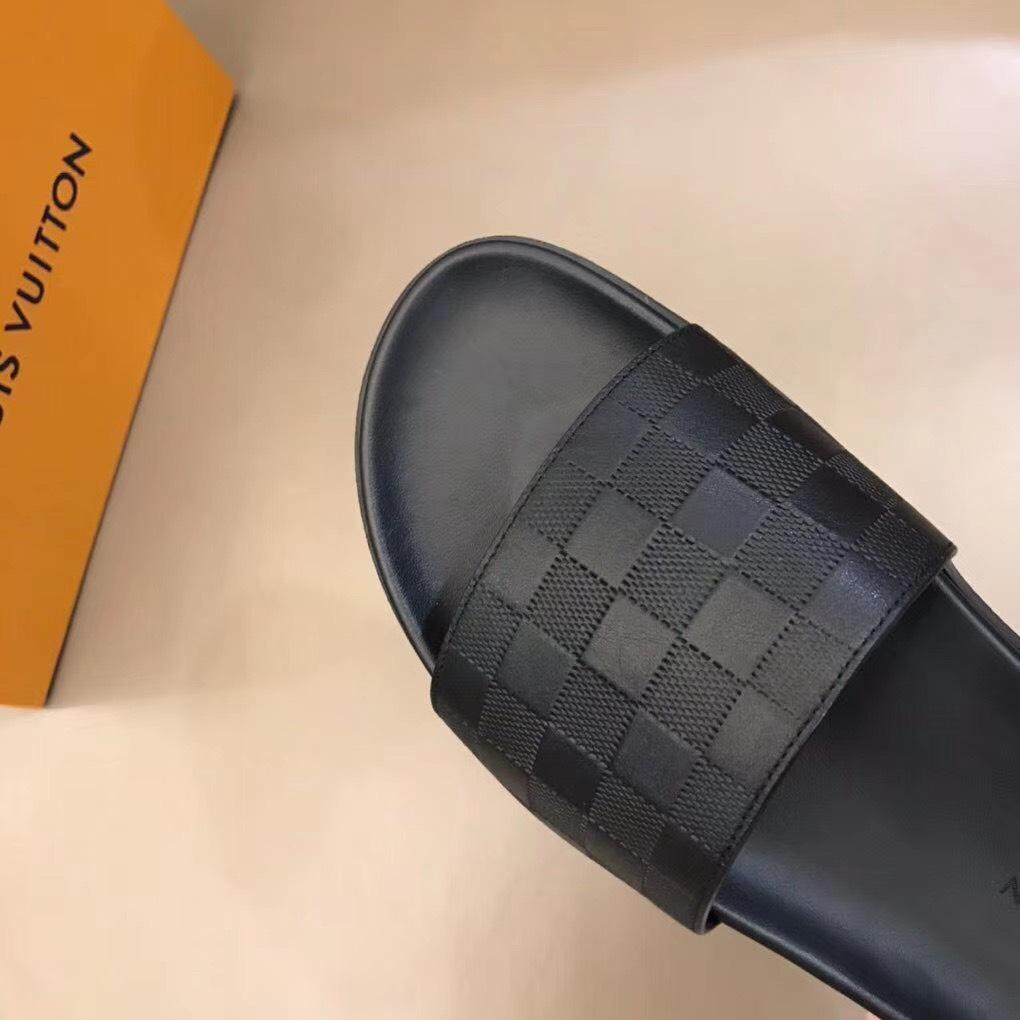 Dép Louis Vuitton nam siêu cấp quai ngang hoạ tiết nổi DLV19