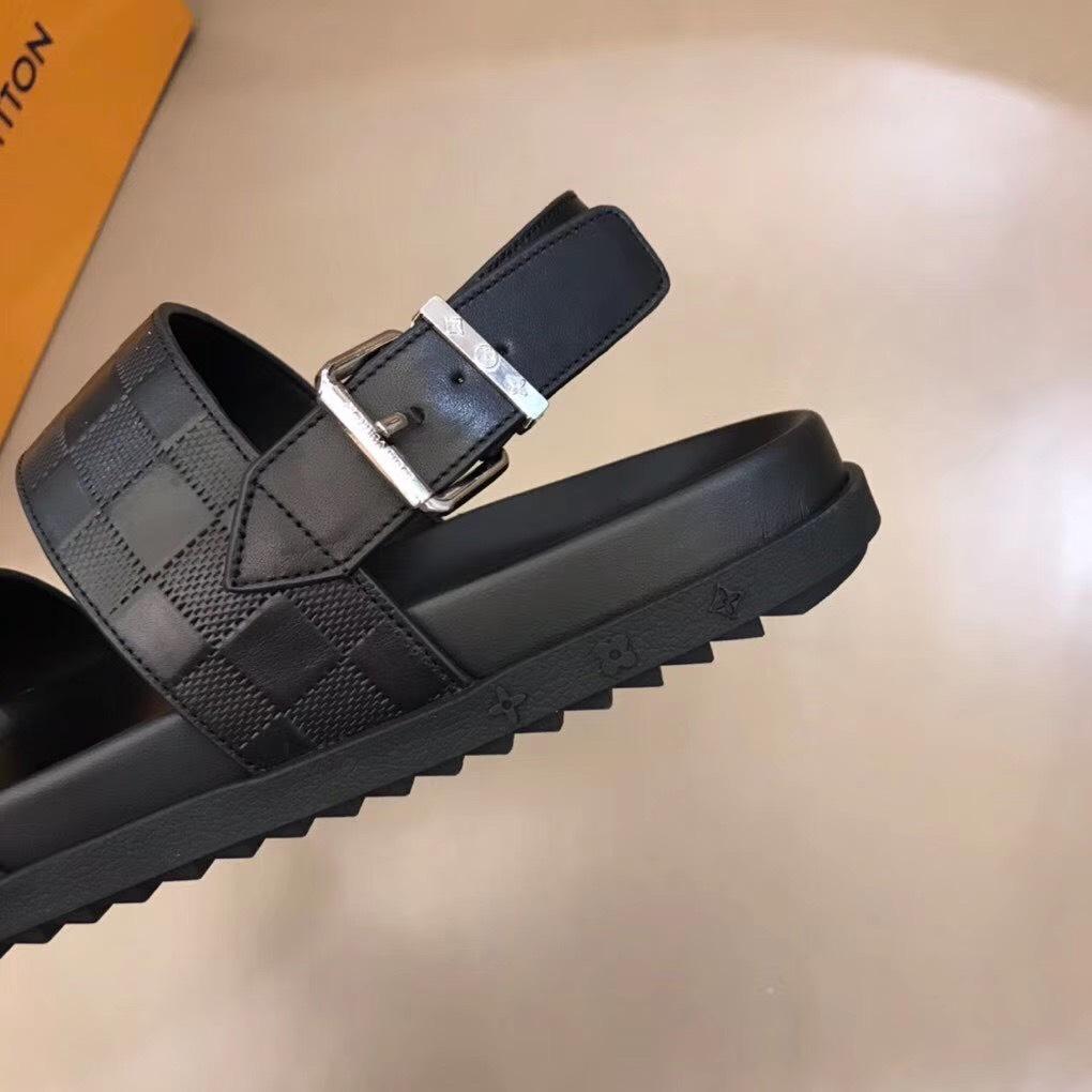 Dép Louis Vuitton nam siêu cấp sandal hoạ tiết nổi DLV18