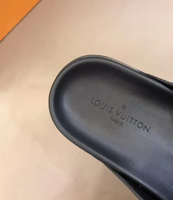 Dép Louis Vuitton nam like auth xỏ ngón hoa ghi đen DLV30