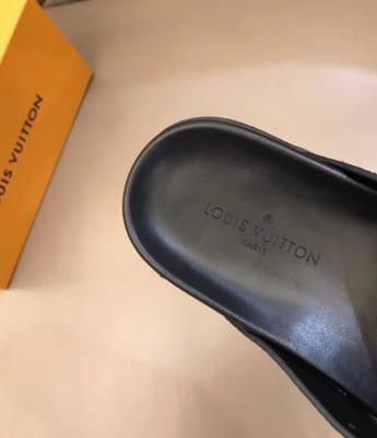 Dép Louis Vuitton nam like auth xỏ ngón hoa nâu DLV25
