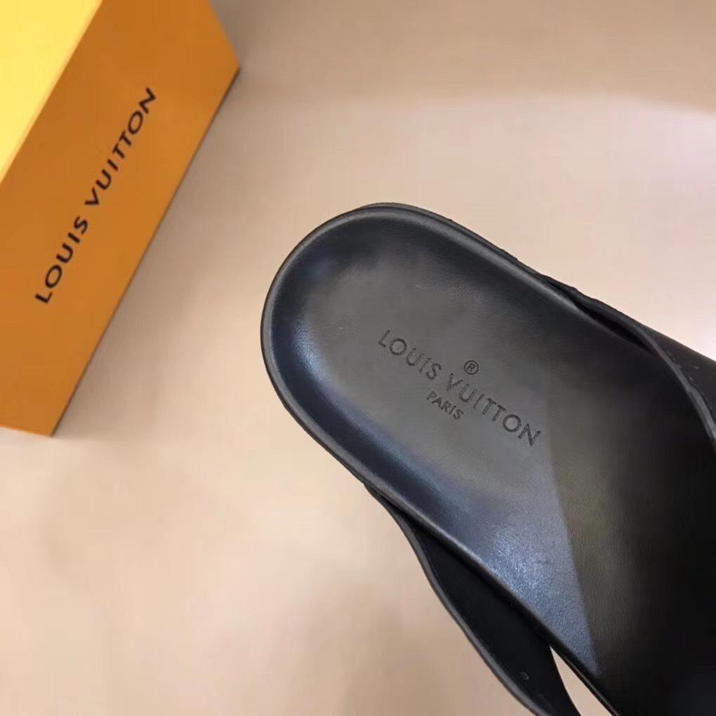 Dép Louis Vuitton nam siêu cấp xỏ ngón hoạ tiết chìm DLV15