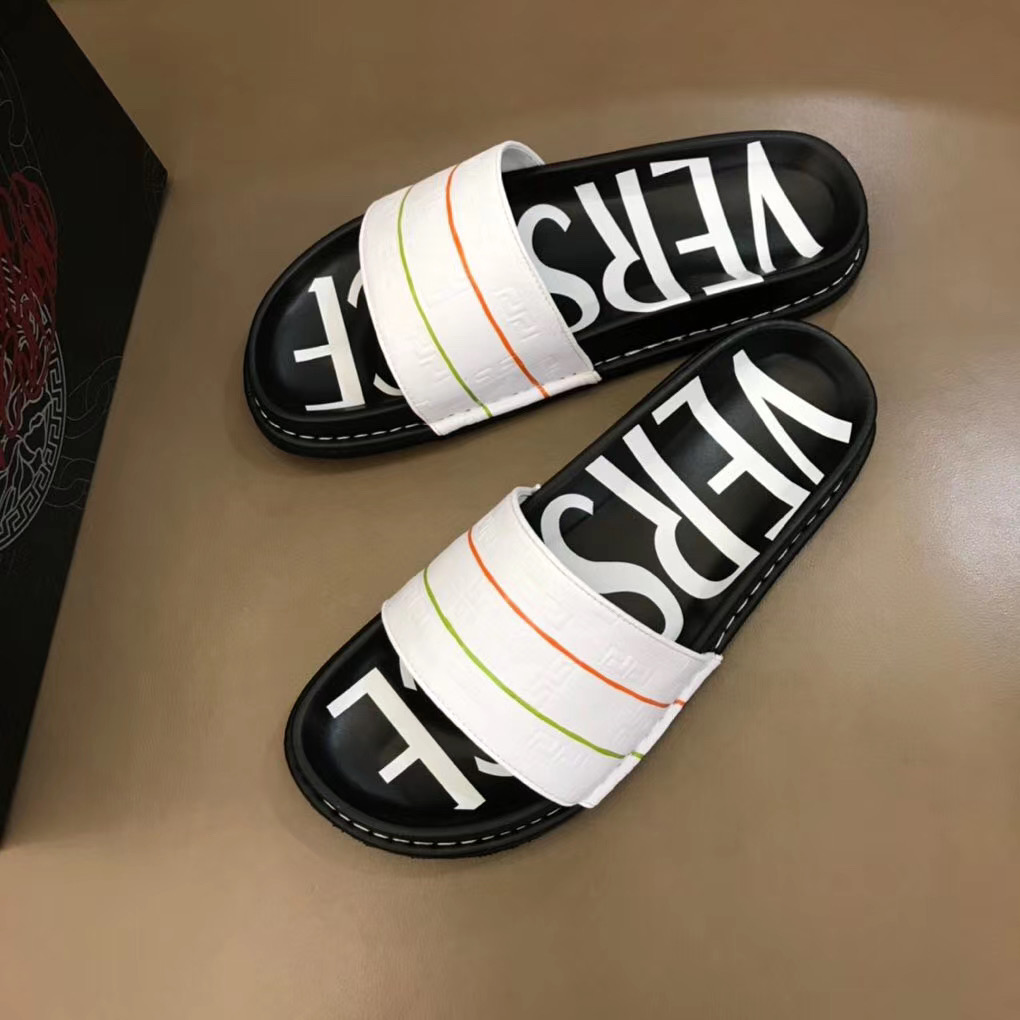 Dép Versace nam siêu cấp đế đen quai trắng hoạ tiết nổi DVS09