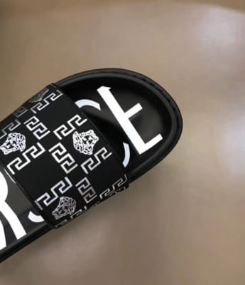 Dép Versace nam like auth đen hoạ tiết logo Medusa trắng DVS11