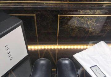 Dép nam Gucci siêu cấp xỏ ngón phối họa tiết logo ong màu đen DGC45