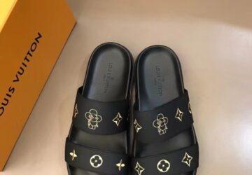 Dép Louis Vuitton nam siêu cấp hai quai màu đen hoa bông vàng DLV78