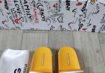 Dép nam Dolce & Gabbana siêu cấp họa tiết logo màu vàng DDG09