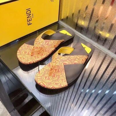 Dép nam Fendi siêu cấp xỏ ngón họa tiết logo màu vàng DFD12