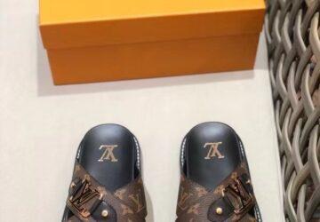 Dép nam Louis Vuitton siêu cấp quai chéo hoa nâu khóa logo viền vàng DLV65
