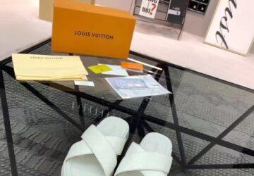 Dép nam Louis Vuitton siêu cấp quai chéo màu trắng hoa chìm DLV67