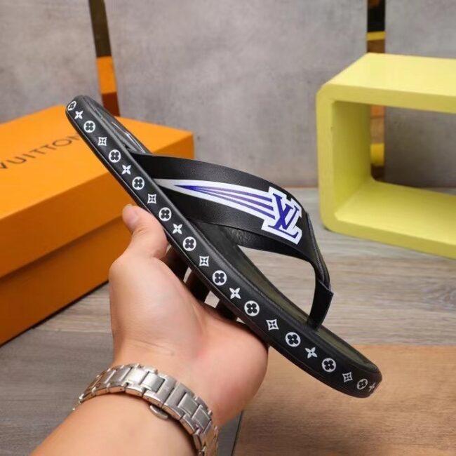 Dép nam Louis Vuitton siêu cấp xỏ ngón màu đen họa tiết viền logo DLV53