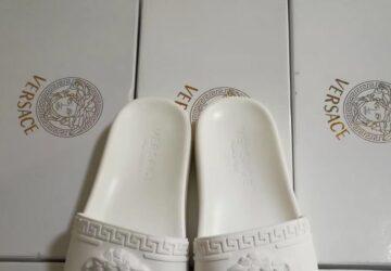 Dép nam Versace siêu cấp màu trắng họa tiết logo viền DVS17