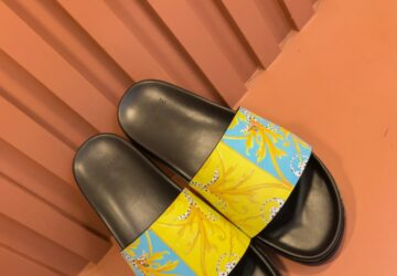 Dép nam Versace siêu cấp quai vàng xanh họa tiết chiếc lá DVS27